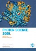 DESY Photon Science Jahresbericht 2009: Makrolid Antibiotika im Tunnel der großen Untereinheit 50S. DESY colorierung, im Hintergrund der Ausschnitt eines Röntgendiffraktionsbildes. Illustration: J.M. Harms